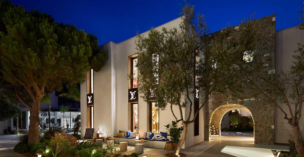 Ο οίκος Louis Vuitton ανοίγει και φέτος δύο μπουτίκ στη Μύκονο